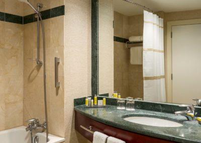 brudt-bathroom-0109-hor-wide